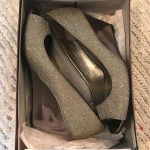 Bandolino Silver Wedges - Size 8.5